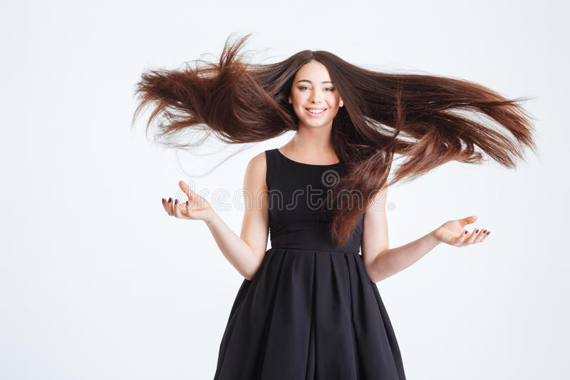Mujer joven bastante feliz con el pelo largo hermoso en el movimiento foto de archivo libre de regalías
