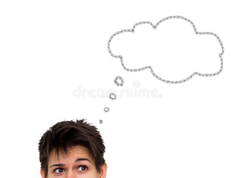 Mujer joven casual de pensamiento con la burbuja del pensamiento aislada imagenes de archivo