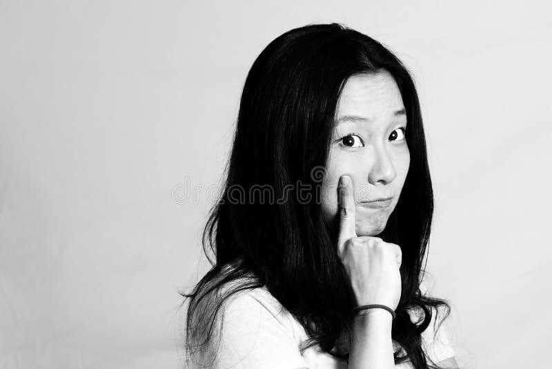 Mujer joven con actitud linda fotos de archivo libres de regalías