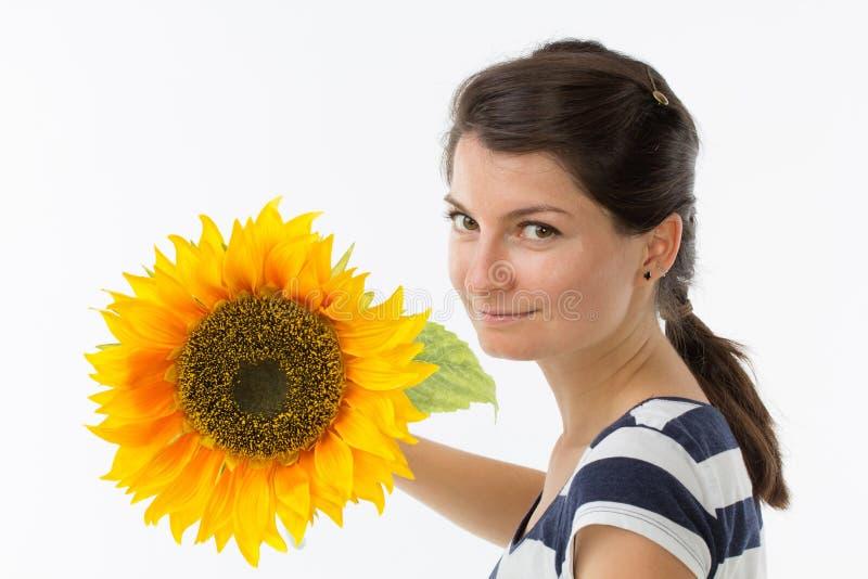 Mujer joven con el girasol foto de archivo libre de regalías