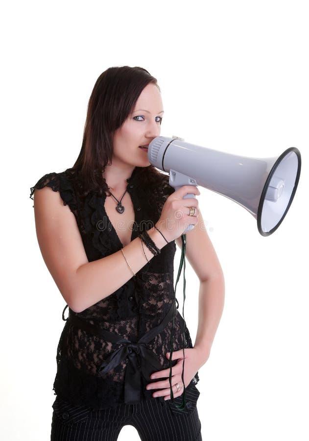 Mujer joven con el megáfono o el megáfono fotos de archivo
