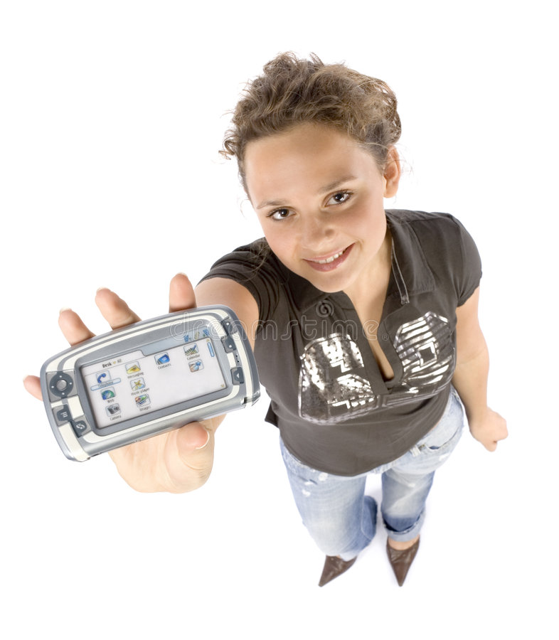 Mujer joven con el ordenador del bolsillo o el teléfono móvil foto de archivo