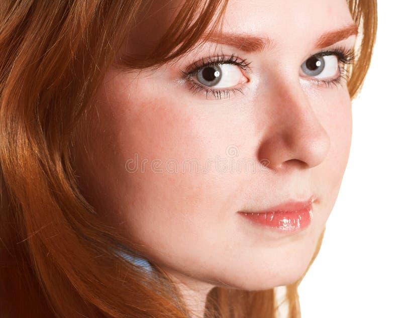 Mujer joven con el pelo rojo fotos de archivo libres de regalías