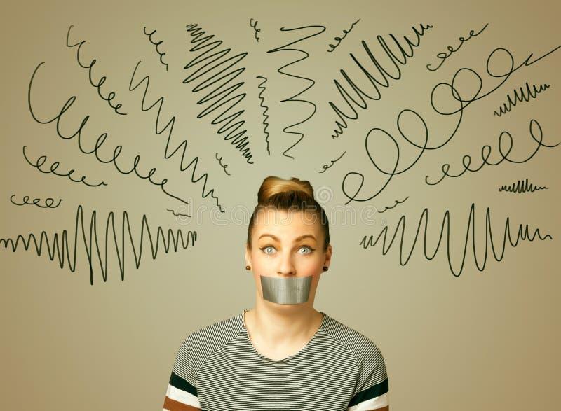 Mujer joven con la boca pegada y las líneas rizadas imagen de archivo
