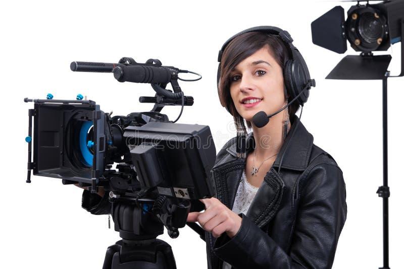 Mujer joven con la c?mara de v?deo profesional, dslr, en blanco imagen de archivo