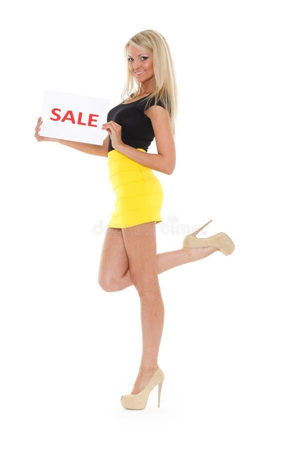 Mujer joven con la muestra de la venta. imágenes de archivo libres de regalías