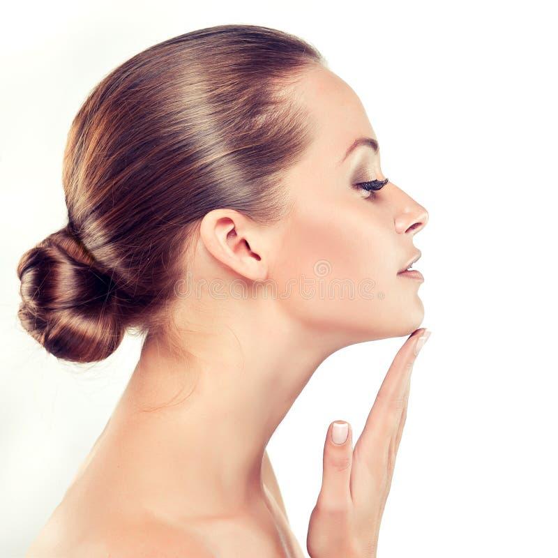 Mujer joven con la piel fresca limpia cosmetología fotos de archivo