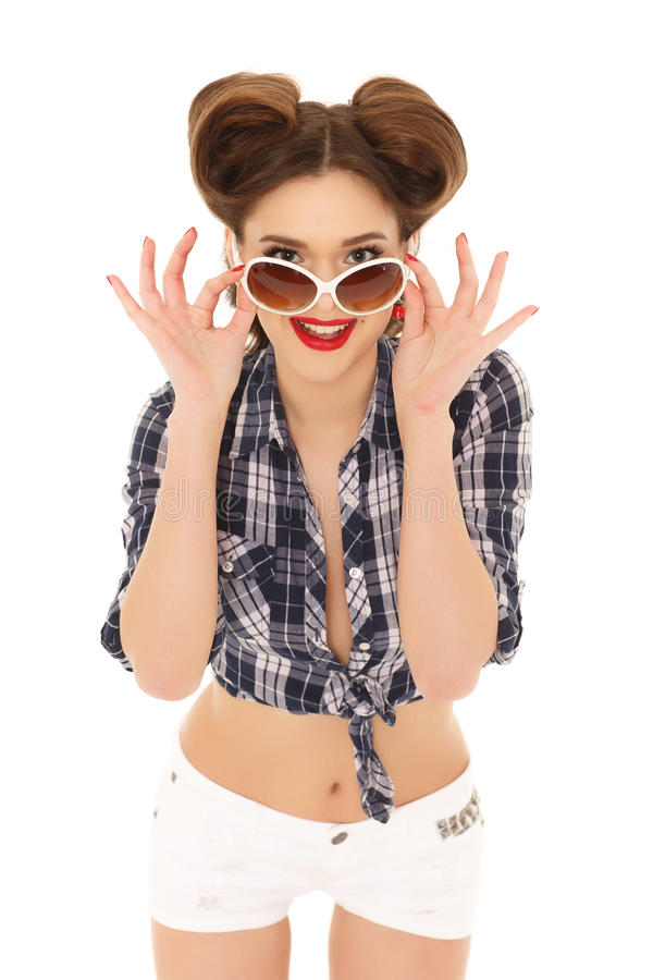 Mujer joven con las gafas de sol imagenes de archivo