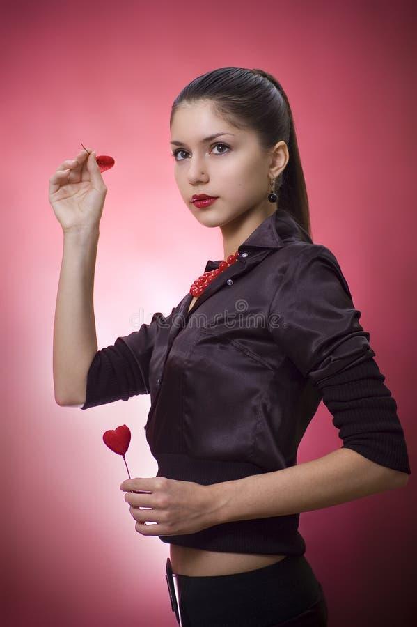 Mujer joven con los corazones fotos de archivo libres de regalías