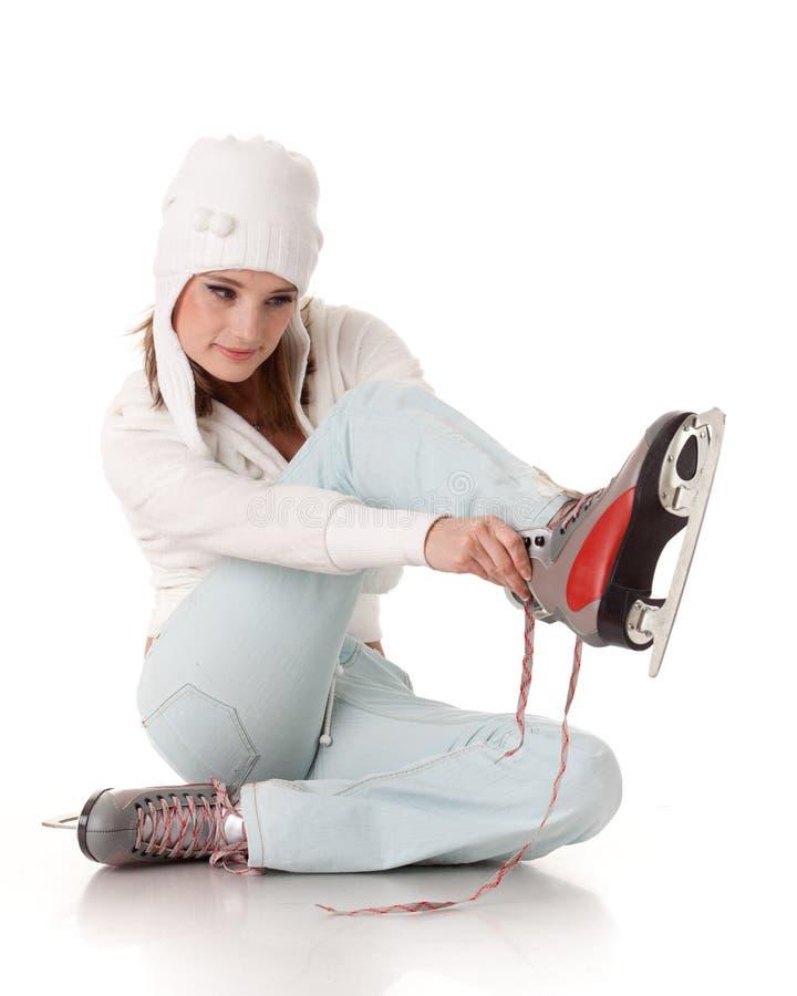 Mujer joven con los patines. fotos de archivo libres de regalías