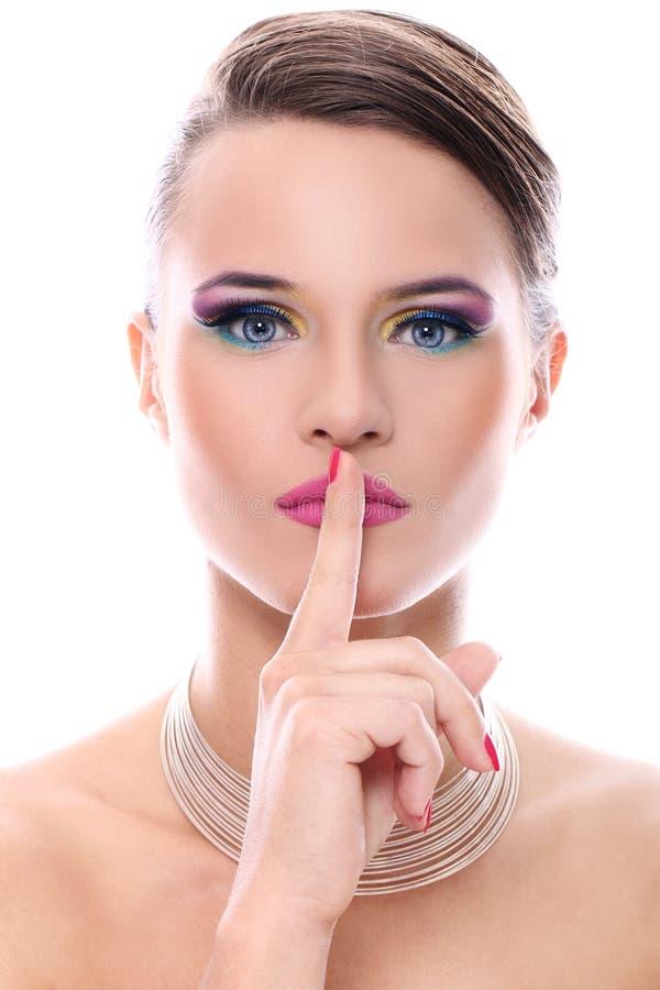 Mujer joven con maquillaje hermoso foto de archivo libre de regalías