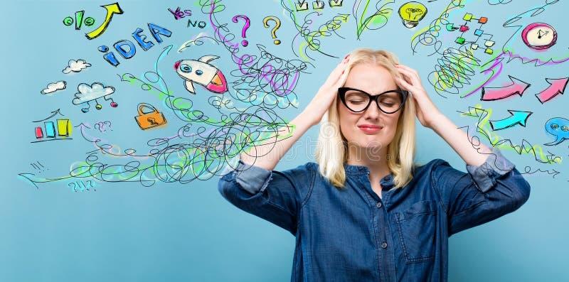 Mujer joven con muchos pensamientos imagen de archivo