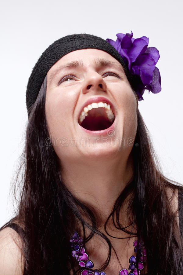 Mujer Joven Con Risa Dentuda Espontánea Imagenes de archivo