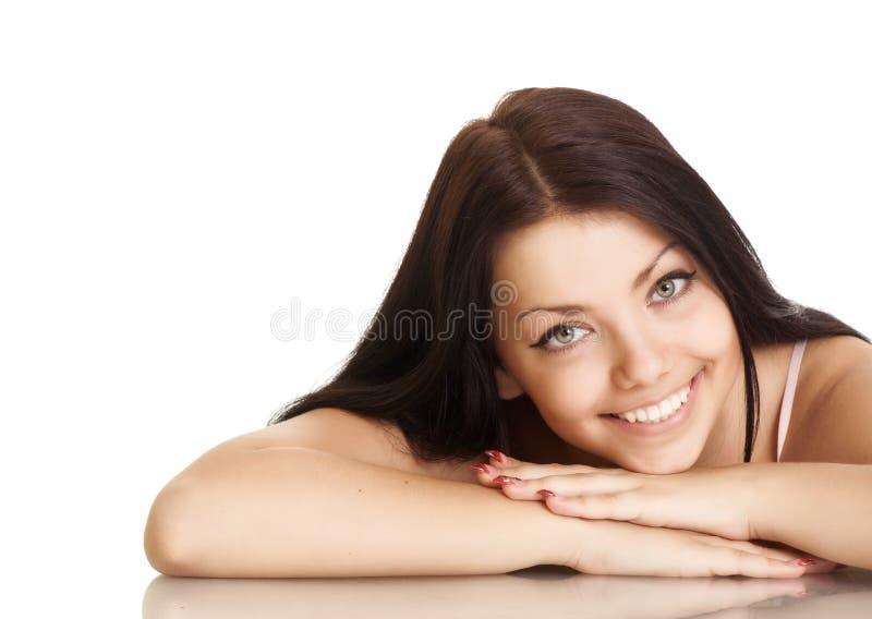 Mujer joven con sonrisa hermosa fotos de archivo