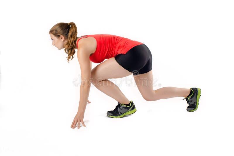 Mujer joven de los deportes lista para correr la carrera Atleta de sexo femenino Runner fotos de archivo