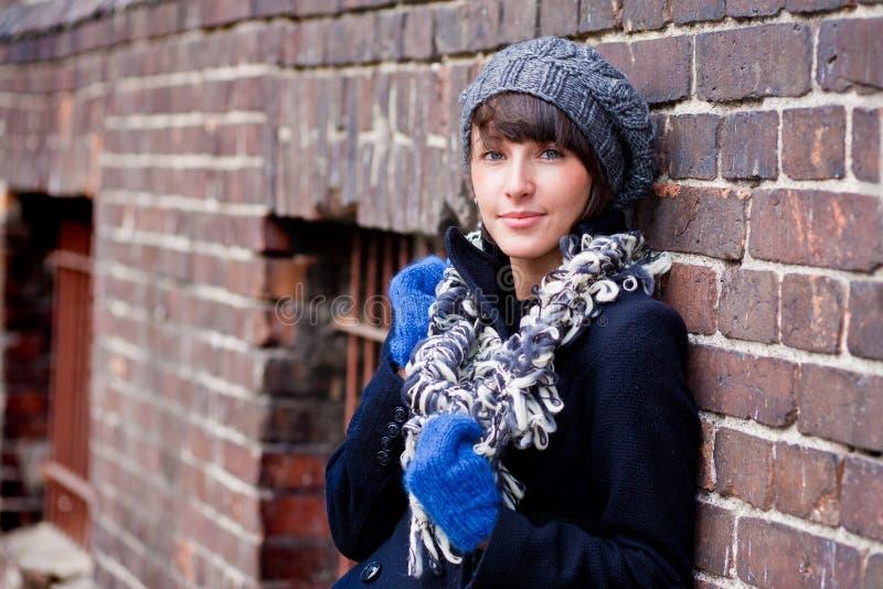 Mujer joven de moda foto de archivo