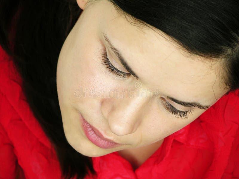 Mujer joven de pensamiento fotografía de archivo libre de regalías