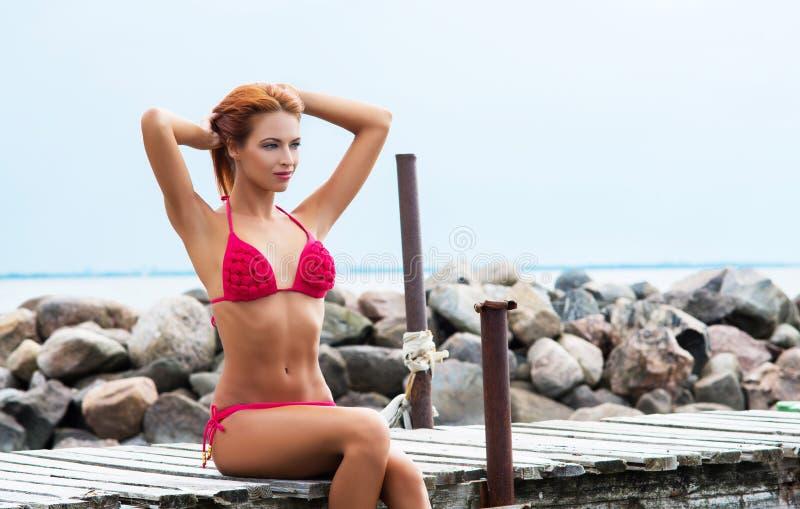 Download Mujer Joven Del Pelirrojo En Un Vestido Del Verano En Vacaciones Imagen de archivo - Imagen de belleza, pelo: 41921575