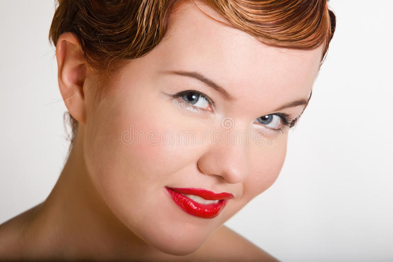 Mujer joven del red-head encantador fotos de archivo