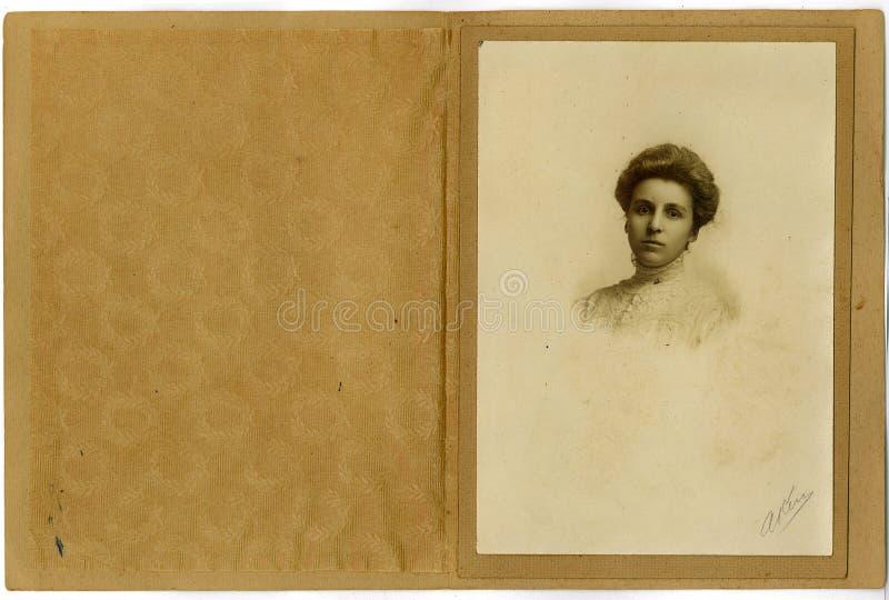Mujer joven del retrato de la vendimia fotografía de archivo libre de regalías
