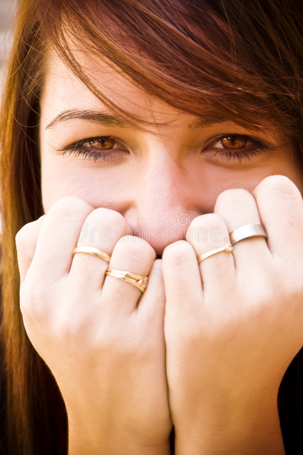 Mujer joven emocionada imagen de archivo libre de regalías
