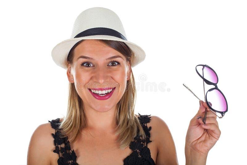 Mujer joven emocionada el verano fotografía de archivo