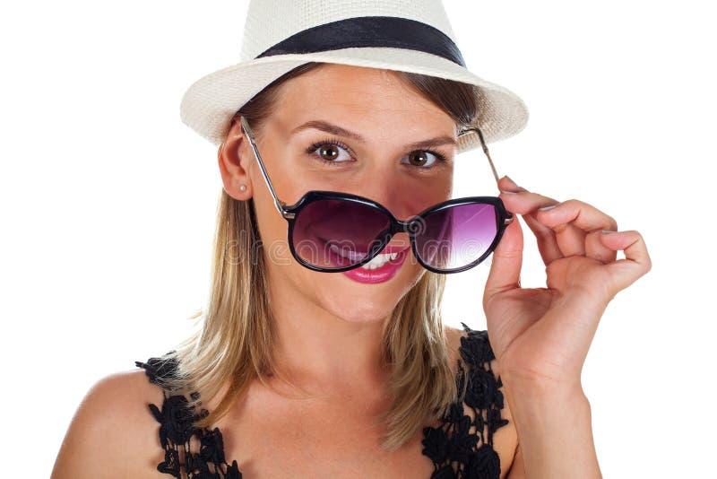 Mujer joven emocionada el verano imágenes de archivo libres de regalías