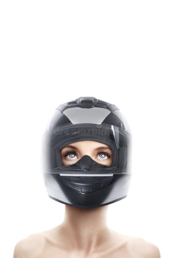 Mujer joven en casco de la motocicleta fotografía de archivo libre de regalías