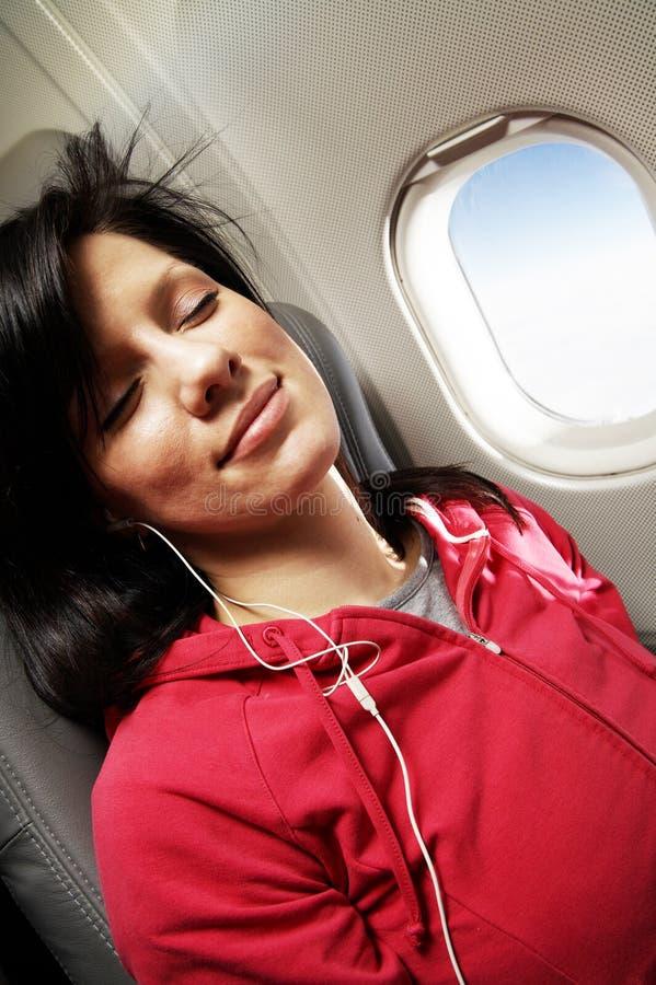 Mujer joven en el aeroplano imagen de archivo libre de regalías