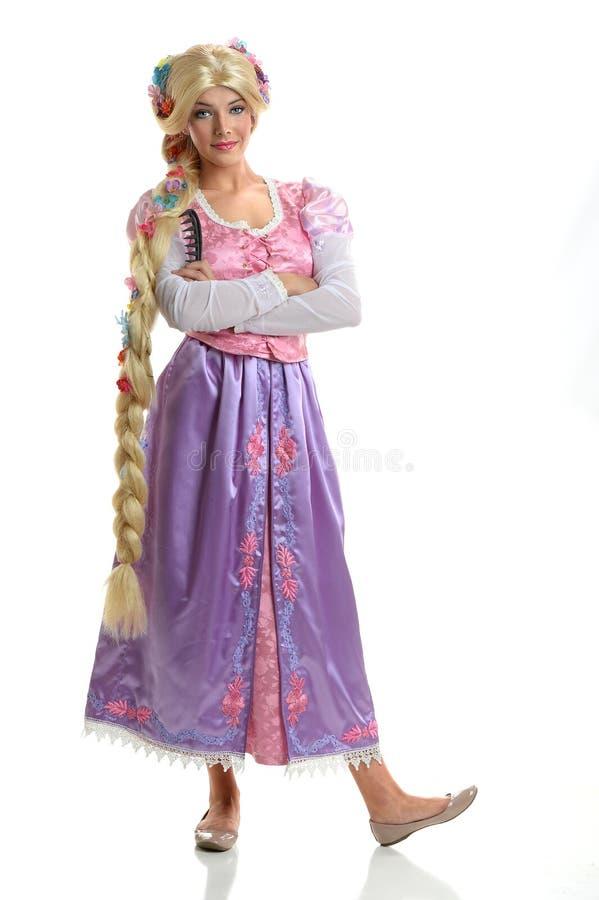 Mujer joven en el traje de Proncess imagenes de archivo