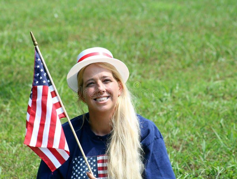 Mujer joven en la 4ta del sombrero de julio imágenes de archivo libres de regalías