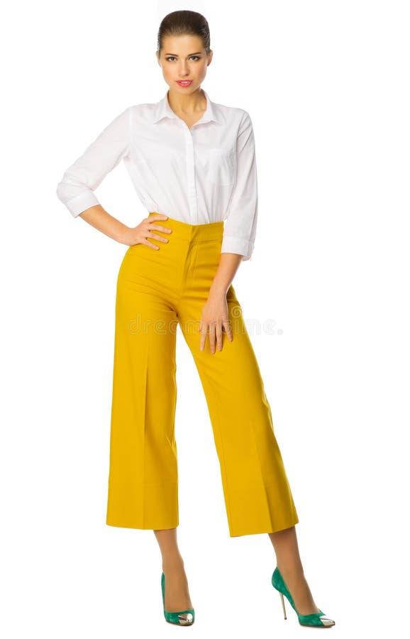 Mujer Joven En Pantalones Amarillos Imagen De Archivo Imagen De Amarillos Mujer 71726051