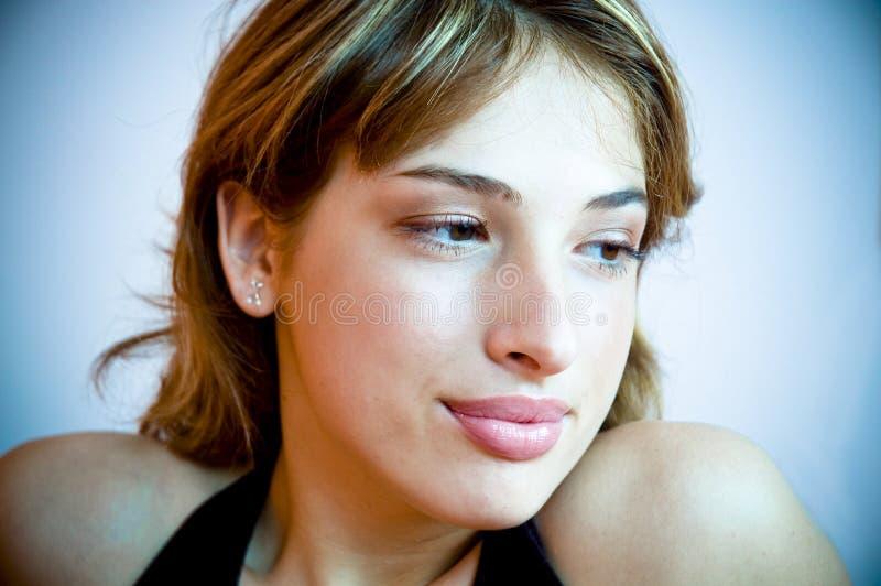 Mujer joven en pensamiento imágenes de archivo libres de regalías