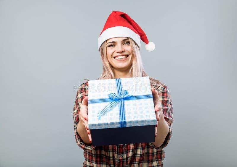 Mujer joven en Red Hat fotos de archivo libres de regalías
