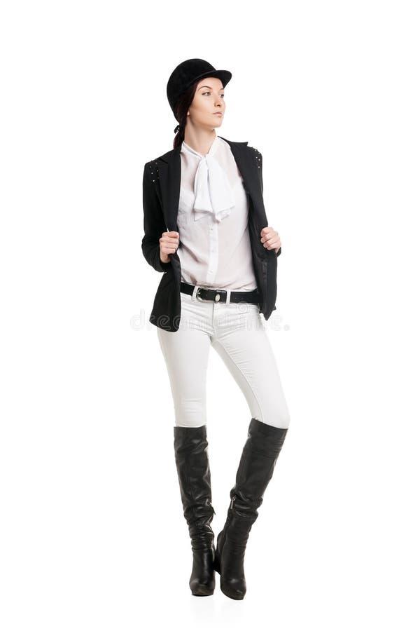 Mujer joven en ropa del montar a caballo imagenes de archivo