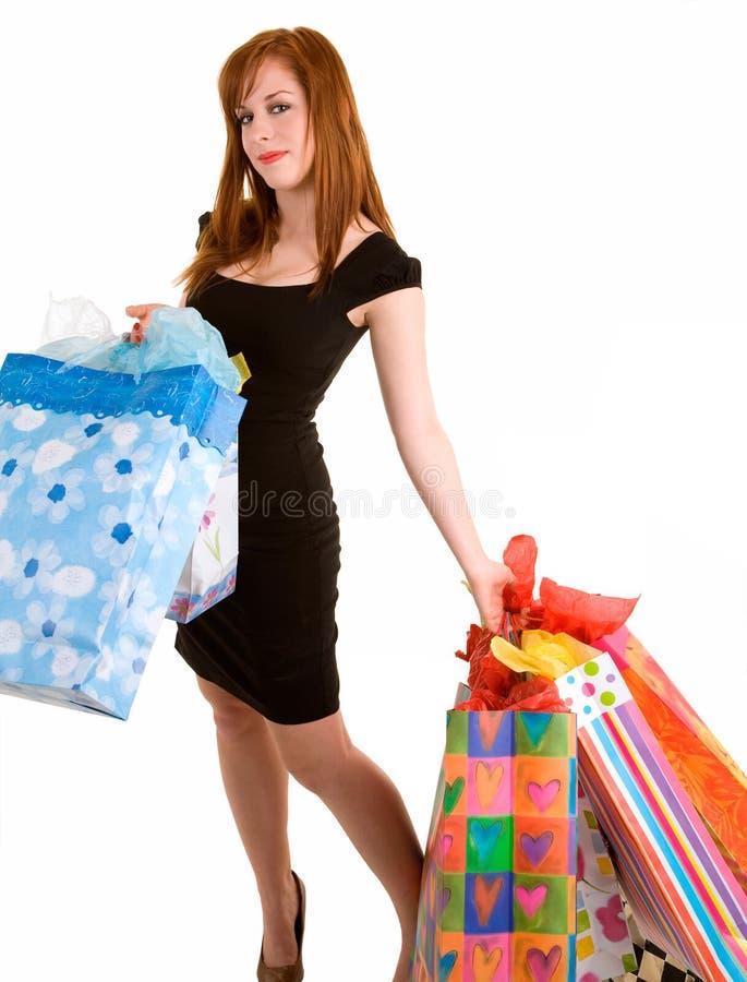 Mujer joven en una juerga de compras foto de archivo