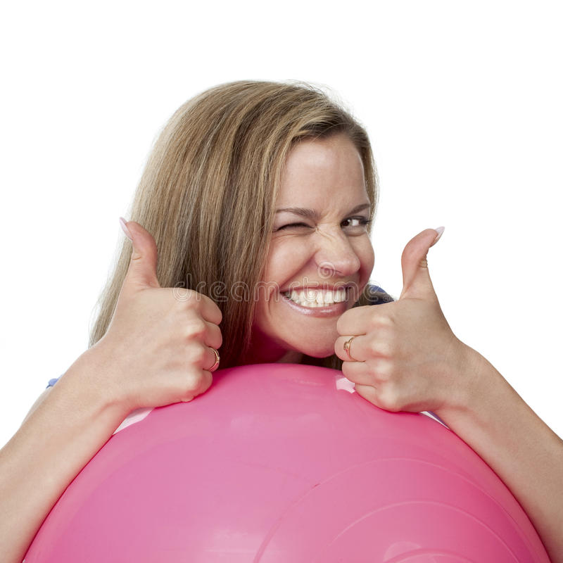 Mujer joven feliz con el fitball fotografía de archivo libre de regalías