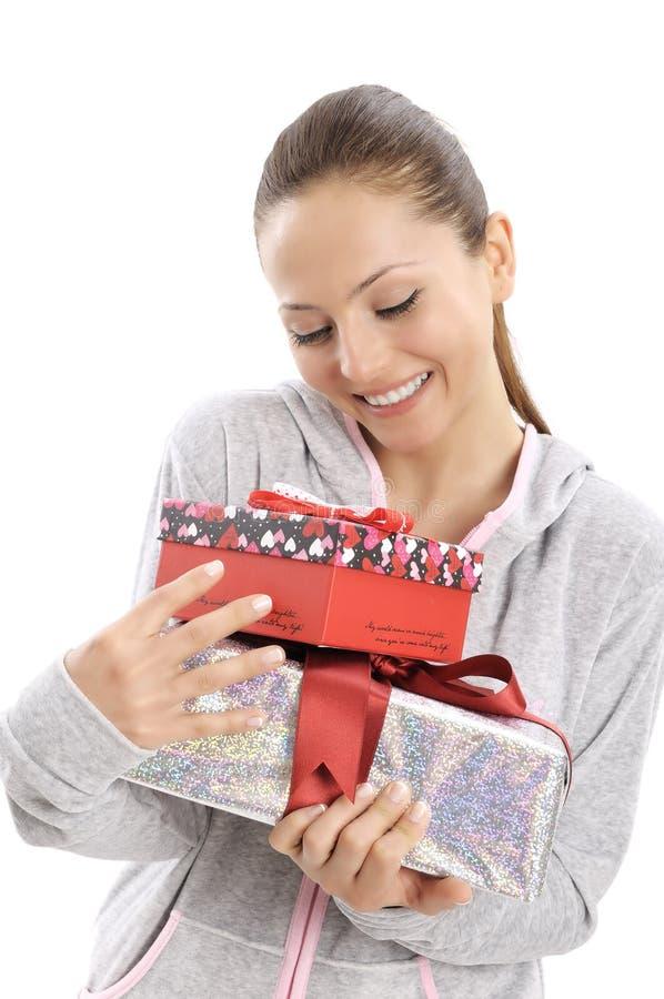 Mujer joven feliz con las cajas de regalo fotografía de archivo