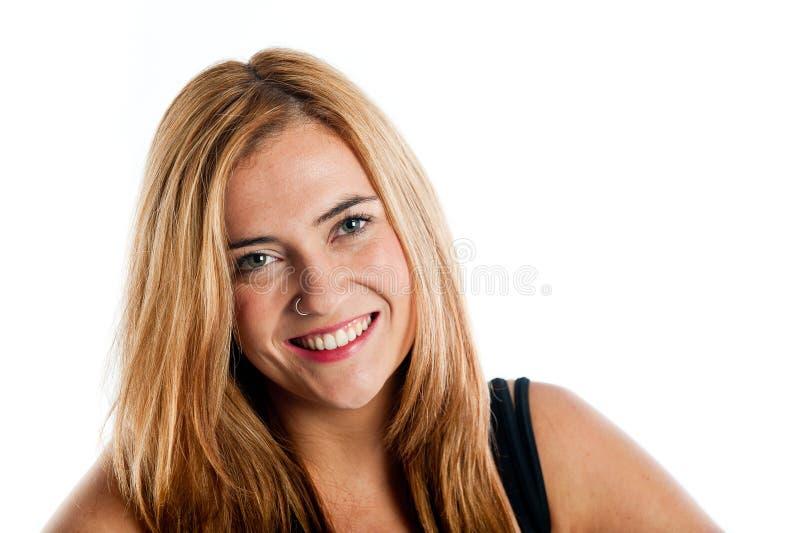 Mujer joven feliz con un anillo de nariz fotografía de archivo libre de regalías