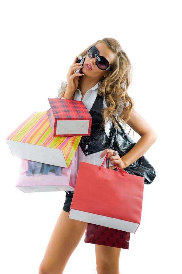 Mujer joven feliz en una juerga de compras. fotos de archivo libres de regalías