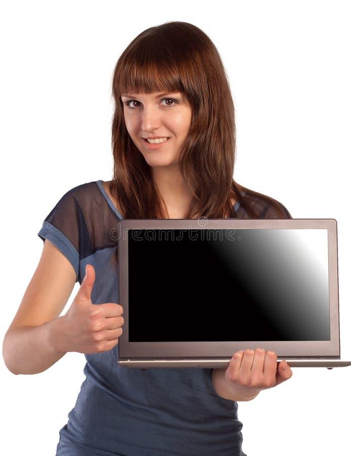 Mujer joven feliz que muestra la pantalla del ordenador portátil imágenes de archivo libres de regalías