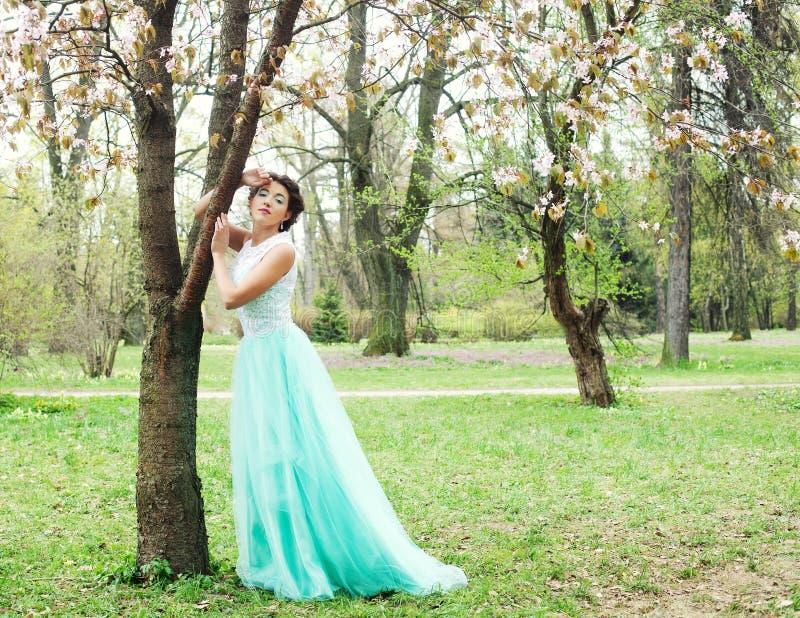 Download Mujer joven hermosa imagen de archivo. Imagen de presentación - 42426407