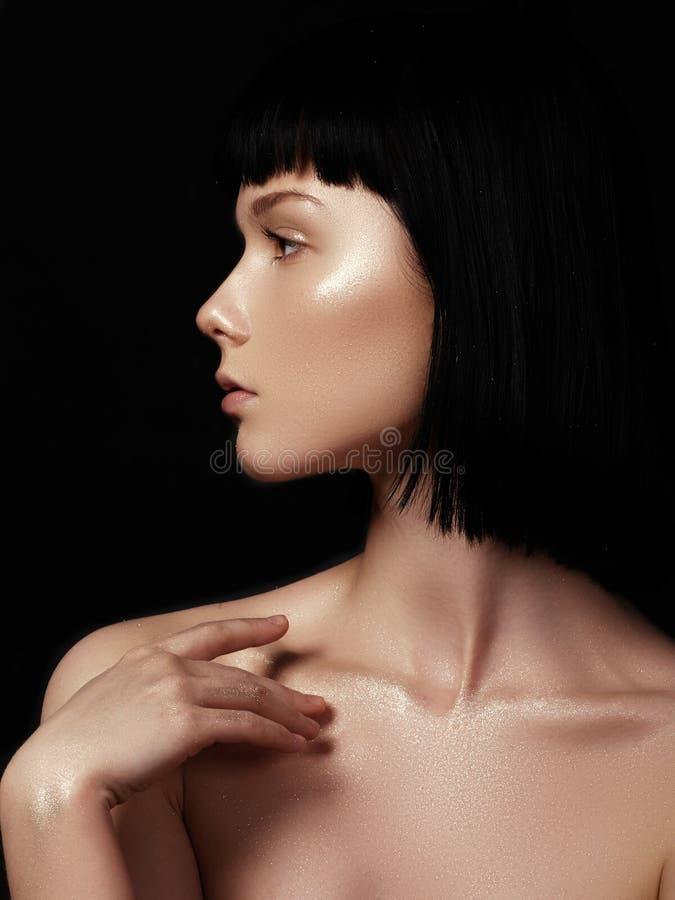 Mujer joven hermosa con la piel brillante limpia perfecta, natural fas fotos de archivo libres de regalías