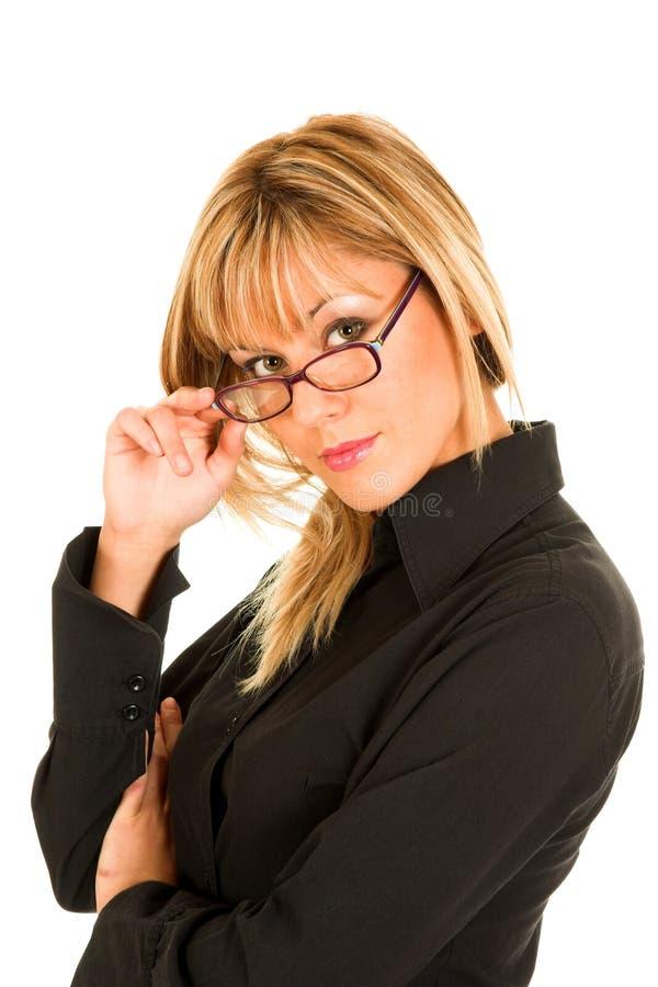 Mujer joven hermosa con las lentes imagen de archivo