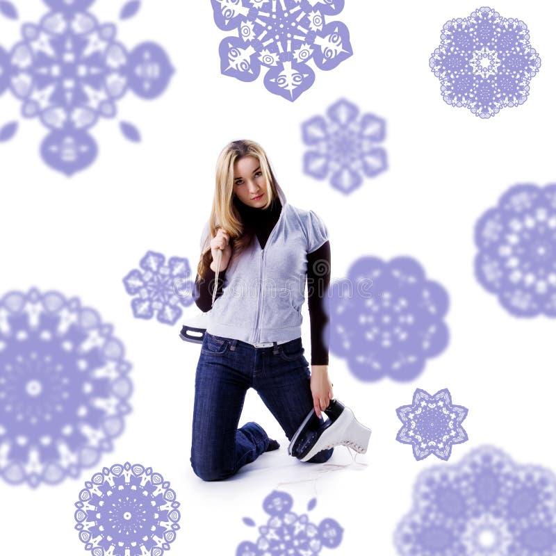 Mujer joven hermosa con los patines fotos de archivo