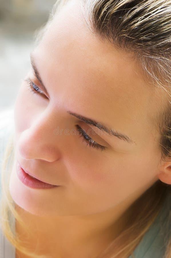 Download Mujer Joven Hermosa Contenta Foto de archivo - Imagen: 7730854