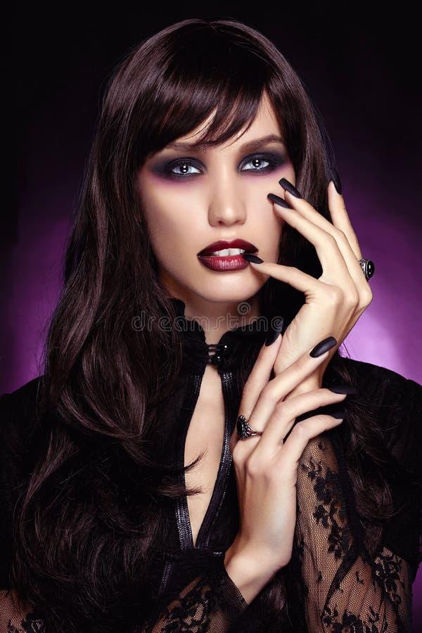 Mujer joven hermosa del vampiro Víspera de Todos los Santos imágenes de archivo libres de regalías