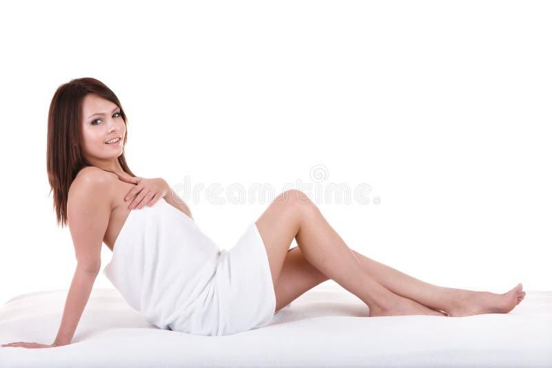 Mujer joven hermosa en balneario. fotos de archivo libres de regalías