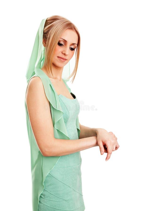 Mujer joven hermosa en vestido imagen de archivo