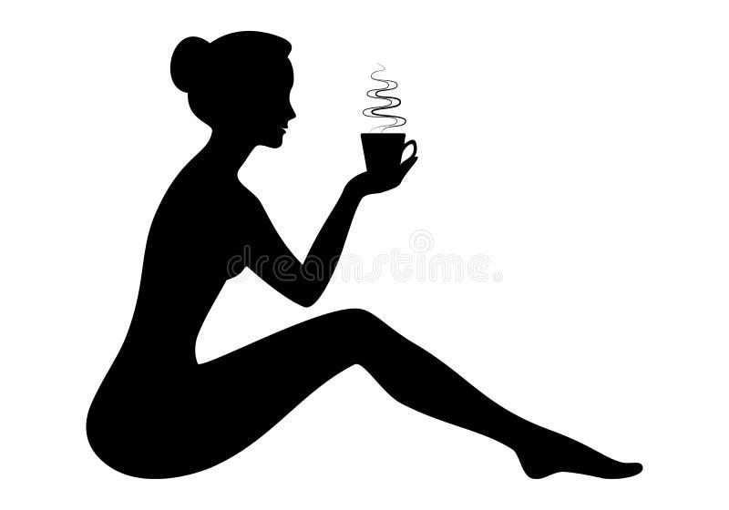Mujer joven hermosa que lleva a cabo la taza caliente de silhouett del café o del té libre illustration